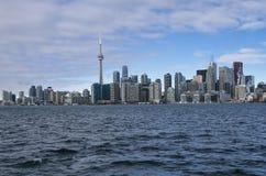 Торонто, Канада - 27-ое января 2016: Горизонт Торонто от озера, o Стоковые Фотографии RF