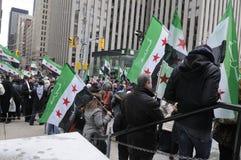 Ралли для того чтобы маркировать 2 лет сирийського витка в Торонто Стоковые Фото