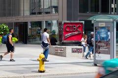 Торонто, Онтарио/Канада - 20-ое июля 2018: Канадский имперский банк знака коммерции CIBC на короле Улице Скалистой вершине улицы  стоковые фото