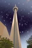 ТОРОНТО - 29-ОЕ ИЮНЯ: Цветы неба над CN возвышаются на день лета, Джун Стоковое Изображение RF