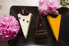 3 торта choco с розовым пионом Стоковые Изображения RF