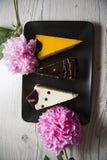 3 торта choco с розовым пионом Стоковая Фотография RF