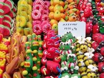 Торты в marzapane с много цветами стоковая фотография