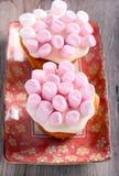 Торты с cream и розовым зефиром Стоковое Фото