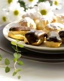Торты - cream слойки и eclairs Стоковое фото RF