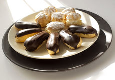 Торты - cream слойки и eclairs Стоковые Фото