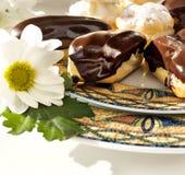 Торты - cream слойки и eclairs Стоковые Фотографии RF