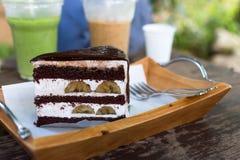 Торт банана шоколада на таблице Стоковые Изображения