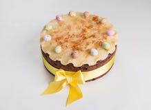 Торт британцев пасхи торта Simnel традиционный, с отбензиниванием марципана и традиционными 12 шариками марципана Стоковая Фотография