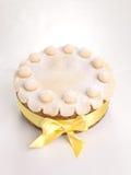 Торт британцев пасхи торта Simnel традиционный, с отбензиниванием марципана и традиционными 12 шариками марципана Стоковые Фотографии RF