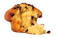 Торт булочки обломока шоколада сдержанный с мякишами на белизне Стоковое Изображение