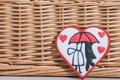 Торт валентинки в форме сердца для торжества дня ` s валентинки Стоковое Изображение