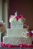 Торт венчания с цветками Стоковые Фотографии RF