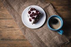 Торт вишни с кофе Стоковое Изображение RF