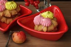 Торт в красном блюде Стоковое Изображение RF