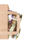 Торт в опарнике и бумажной сумке Стоковое Фото