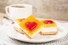 Торт в форме сердца завтрак романтичный Стоковое Изображение
