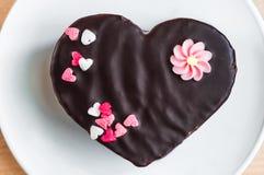 Торт влюбленности на плите Стоковое Изображение RF