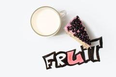 Торт голубики с текстом молока и плодоовощ Стоковое Изображение RF