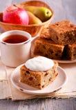 Торт груши и яблока с изюминкой Стоковые Фотографии RF