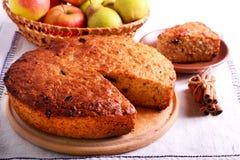 Торт груши и яблока с циннамоном Стоковое Фото