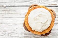 Торт губки Виктория с взбитой съемкой сливк сверху стоковое изображение rf
