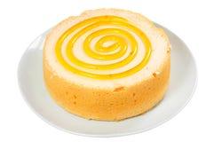 Торт губки изолированный на белой предпосылке Стоковая Фотография RF