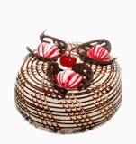 Торт губки шоколада с чувствительным кофе взбил сливк, шоколад, карамельку, сконденсированное молоко Изолировано на белизне Стоковое Изображение RF
