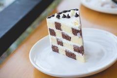 Торт губки шоколада и масла Мир торта губки в уютном o Стоковое Изображение RF