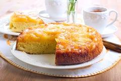 Торт губки Яблока вверх ногами Стоковые Изображения RF