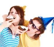 торт есть партию человека шлема девушки Стоковая Фотография RF