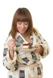 торт ест вкусных детенышей женщины Стоковая Фотография