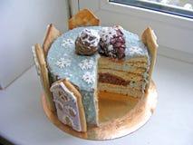 Торт зимы с конусом тортов шоколада и специи небольших домов Стоковое Изображение RF