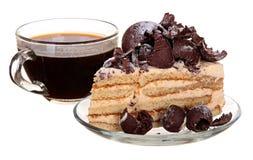 Торт изолированный на белой предпосылке Торт с шоколадом, плодоовощ и сливк Стоковое Изображение