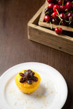 Торт и вишни Стоковое Изображение