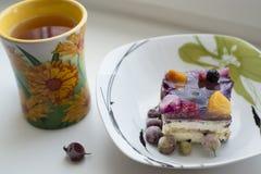 Торт и чай плодоовощ Стоковые Фотографии RF
