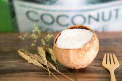 Торт кокоса на деревянной предпосылке Стоковые Фотографии RF