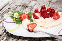 Торт клубники на плите Стоковая Фотография RF