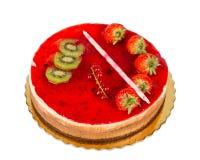 Торт клубники при изолированные отбензинивание и смоквы студня, стоковые изображения