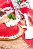 Торт клубники с колоколами и лента на мешковине. Стоковое Изображение RF