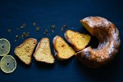 Торт лимона Bundt стоковые фотографии rf