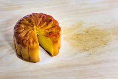 Торт луны на таблице Стоковые Фото