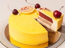 Торт миндалины вишни лимона Стоковые Изображения RF