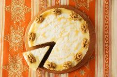 Торт моркови с карамелькой и гайками Стоковое Изображение RF