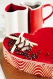 Торт мусса клубники в форме сердца Стоковые Изображения RF
