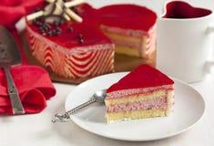 Торт мусса клубники в форме сердца Стоковое Изображение