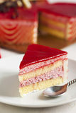 Торт мусса клубники в форме сердца Стоковые Изображения