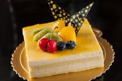 Торт мусса манго стоковые изображения rf
