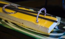 Торт мусса покрыл passionflower стоковое изображение rf
