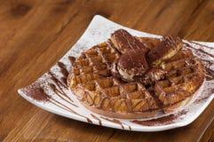 Торт на квадратной плите Стоковое Изображение